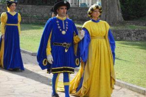BORGO – Spiega bandiera con colori giallo-blu