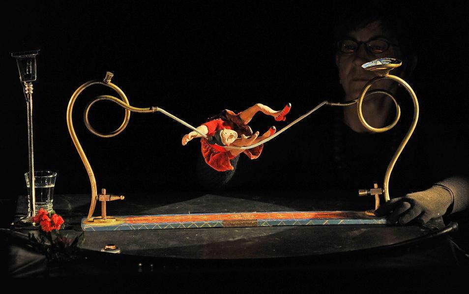 MANOVIVA - Teatro di figura poetico surreale